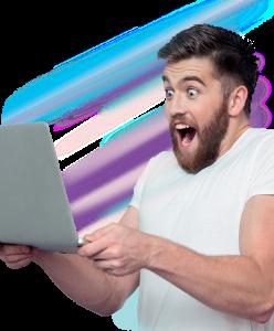 chłopak z laptopem